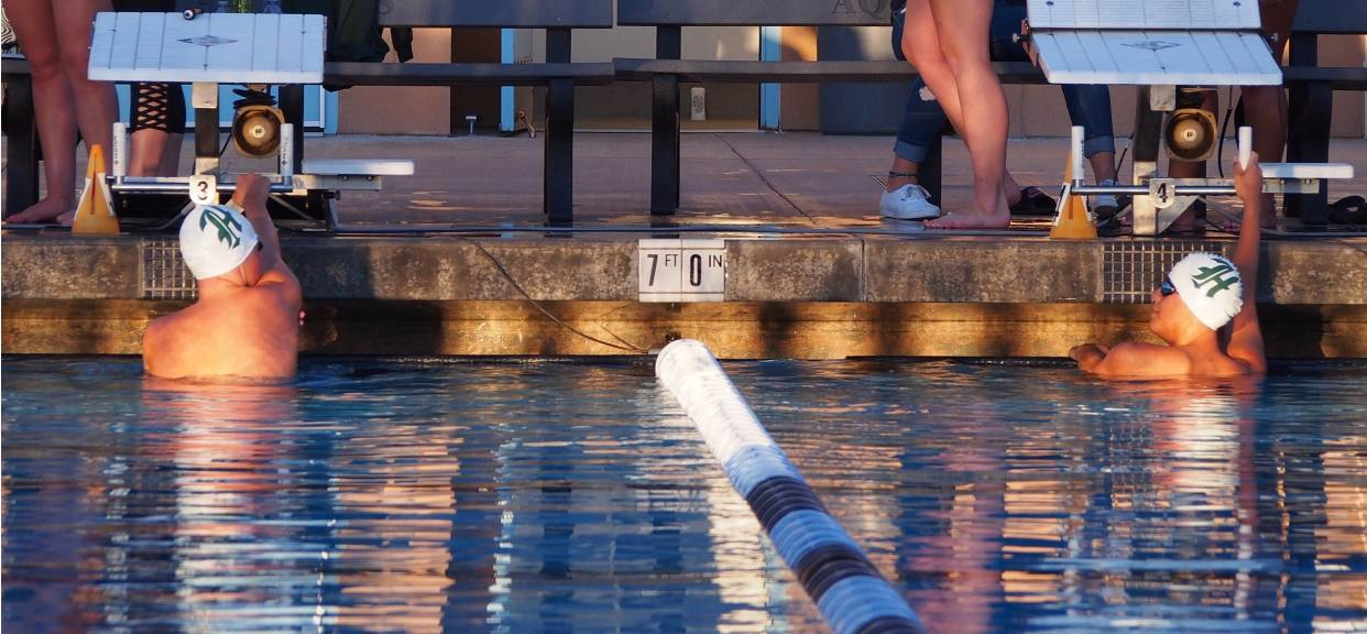 Varsity Swimmers Give Their All at League Finals